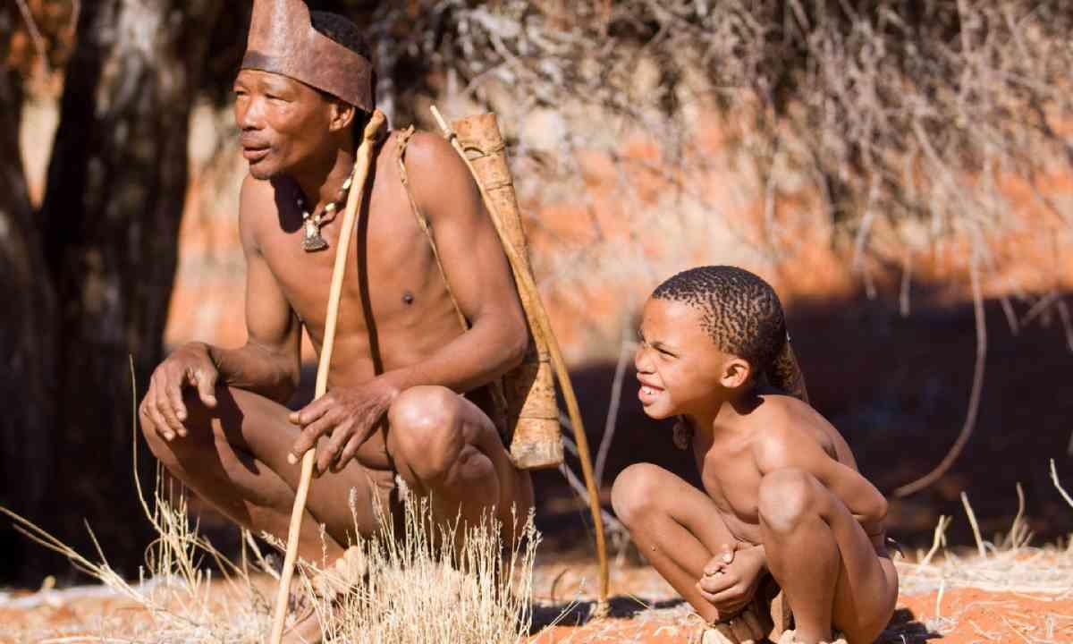 San bushmen family (Shutterstock)