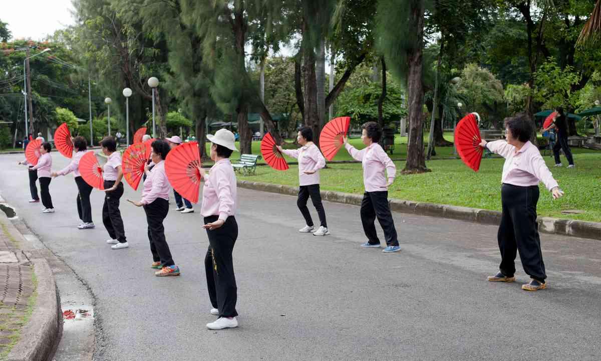 Exercising in Lumphini Park (Dreamstime)
