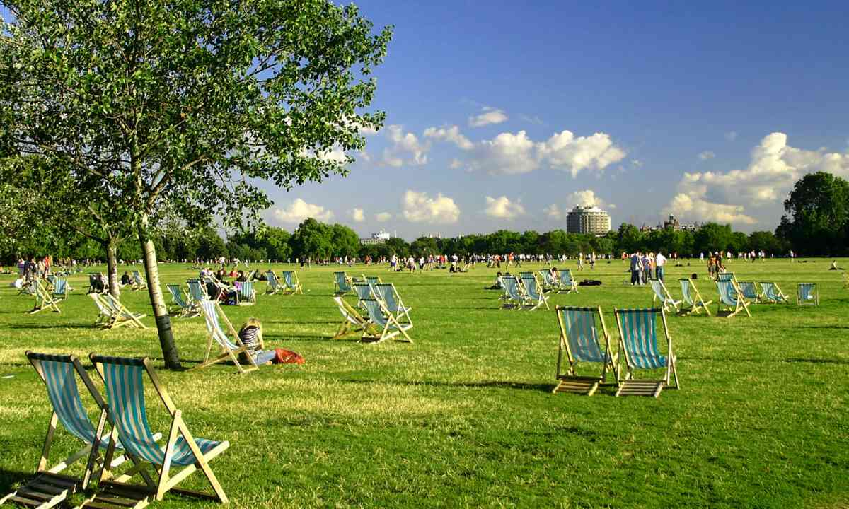 Deckchairs in Hyde Park (Dreamstime)