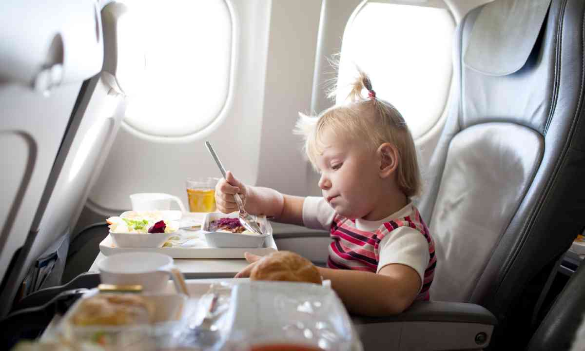 Why do kids love inflight food so much? (Shutterstock)