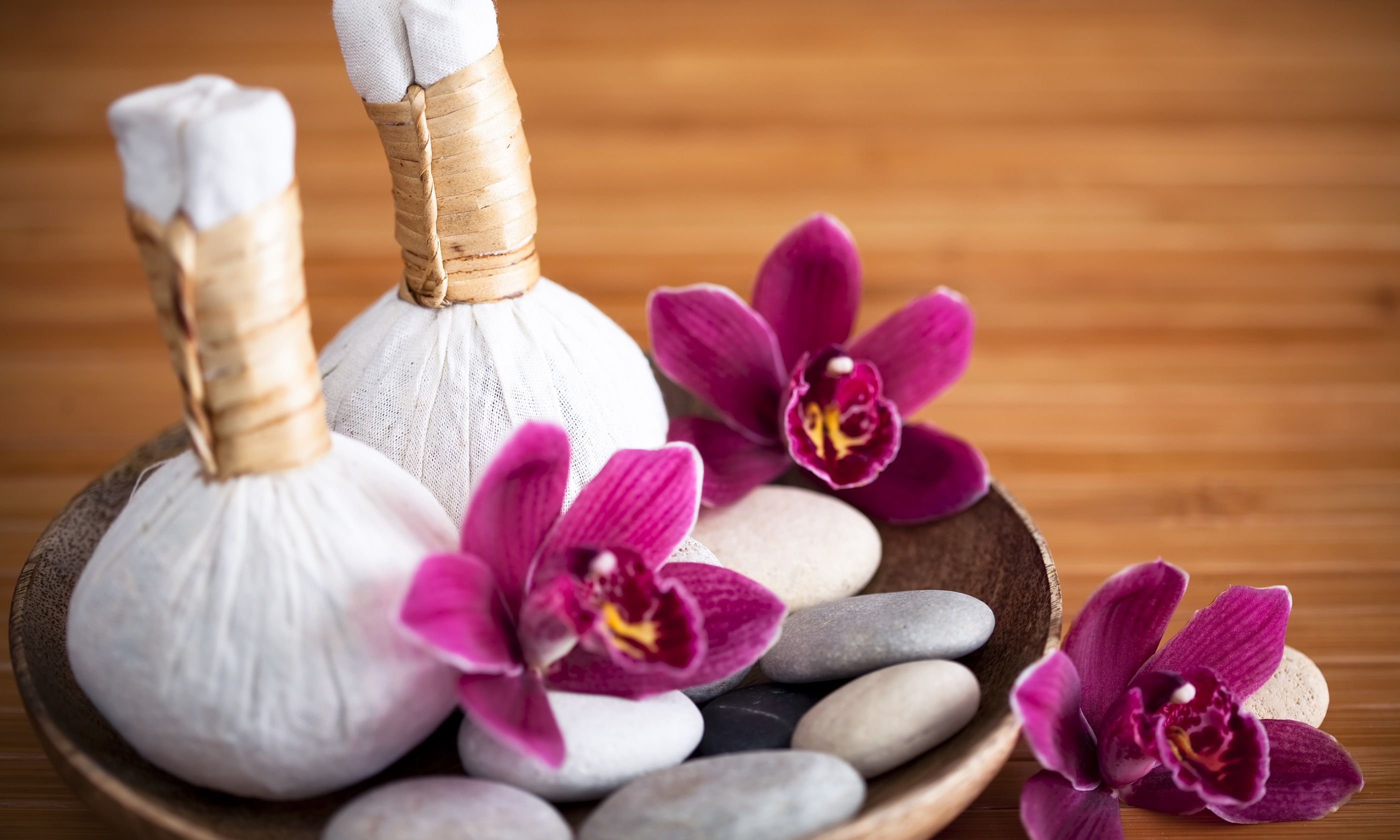 Herbal massage compresses in Thailand (Dreamstime)
