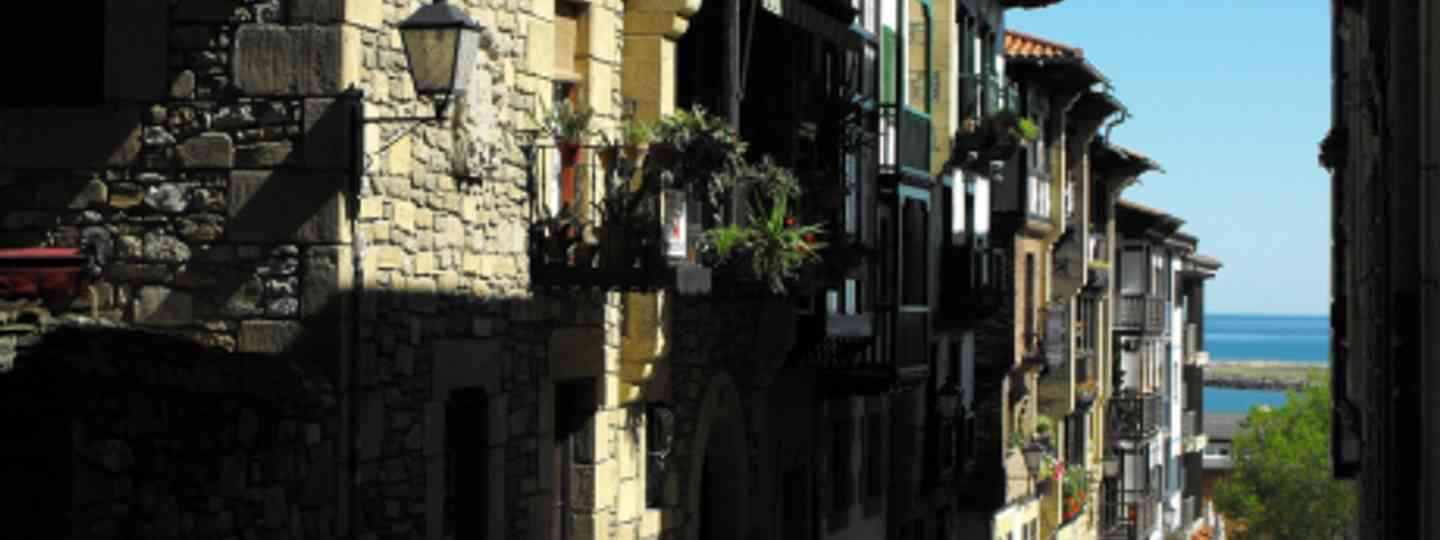 Get lost in the back streets and cobbled lanes in Basque country (Josep M. Marti)