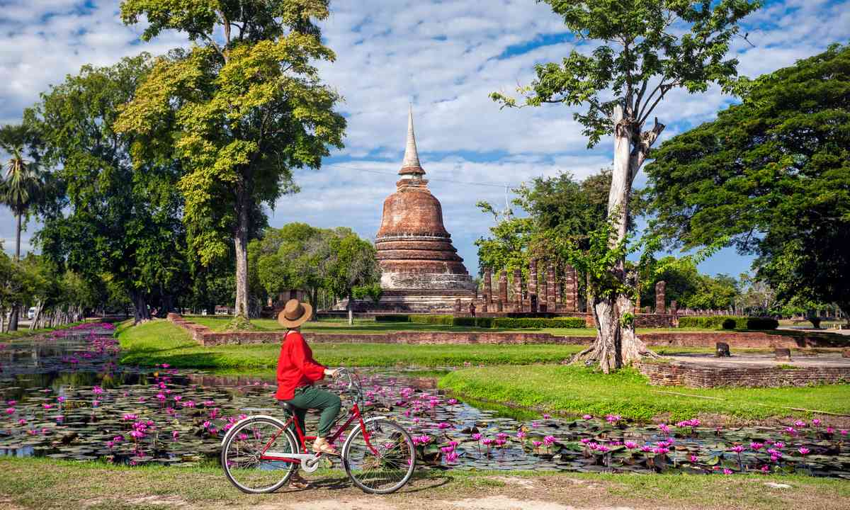 Cycling in Thailand (Dreamstime)