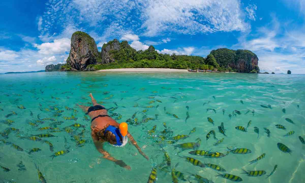 Snorkelling at Poda Beach in Krabi (Dreamstime)