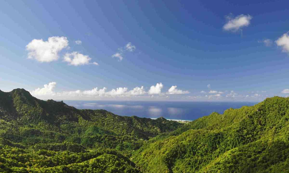 Mountain view of Rarotonga Island (Dreamstime)