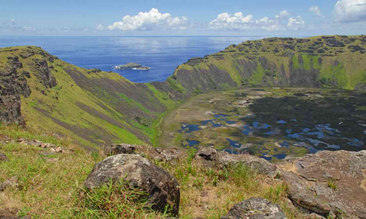 Rano Kau volcanic crater, Easter Island (Shutterstock)