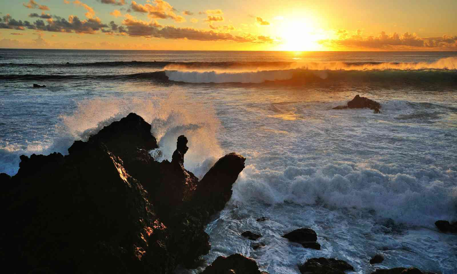 Easter Island sunset (Shutterstock)