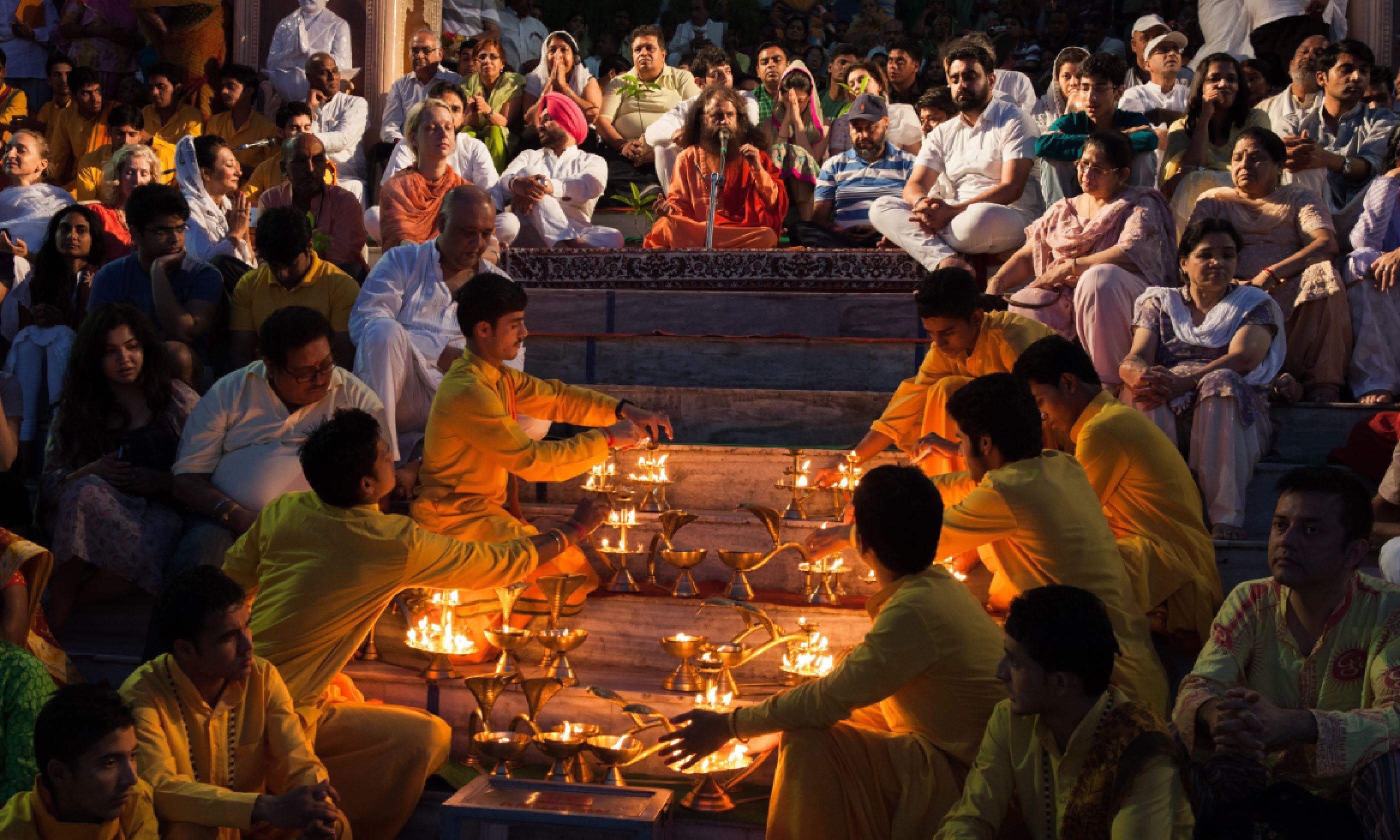 Ganga Aarti ceremony at Parmarth Niketan ashram, Rishikesh (Shutterstock)