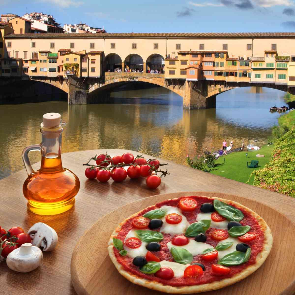 Pizza overlooking Ponte Vecchio (Dreamstime)