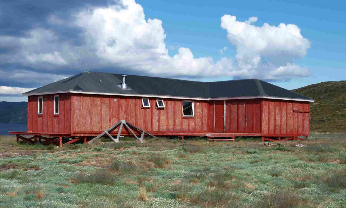 Arctic Circle Trail hut, Greenland (Dreamstime)