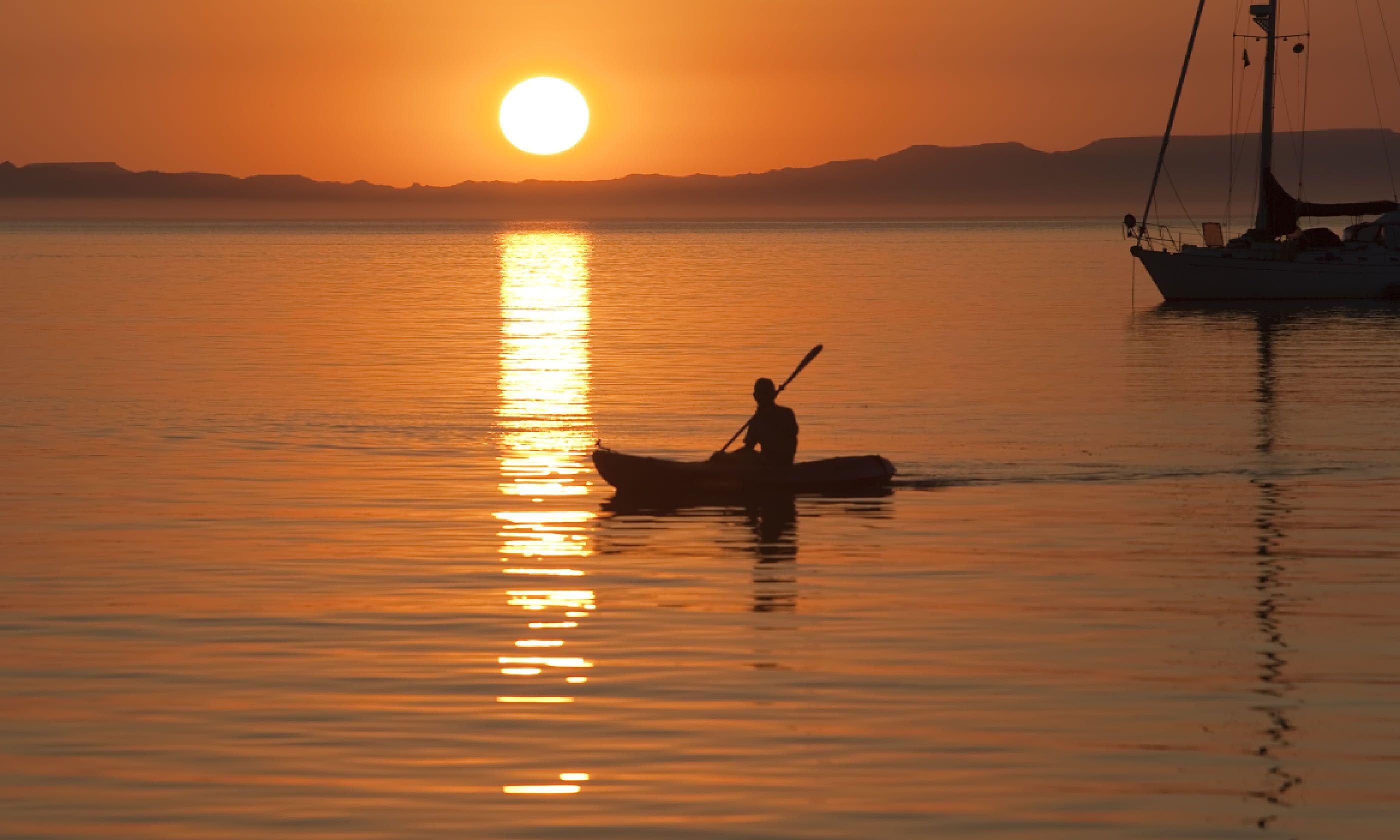Kayaking in Sea of Cortez (Shutterstock)