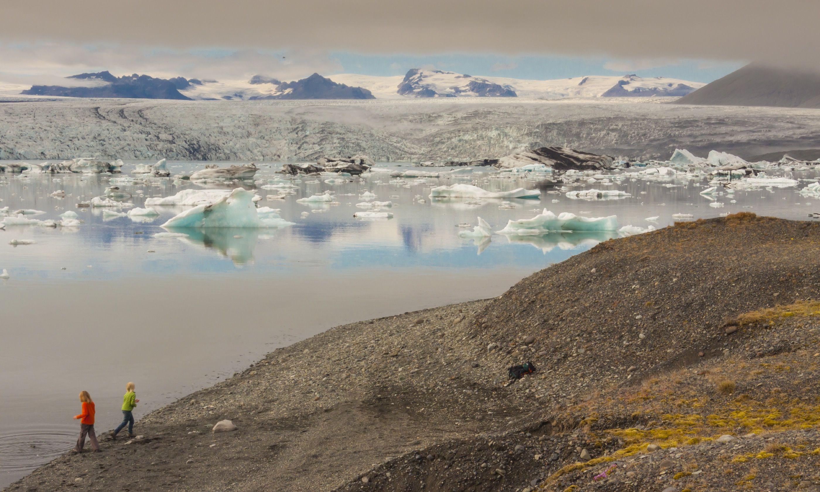 Children playing near icebergs in Jokulsarlon (Shutterstock.com)