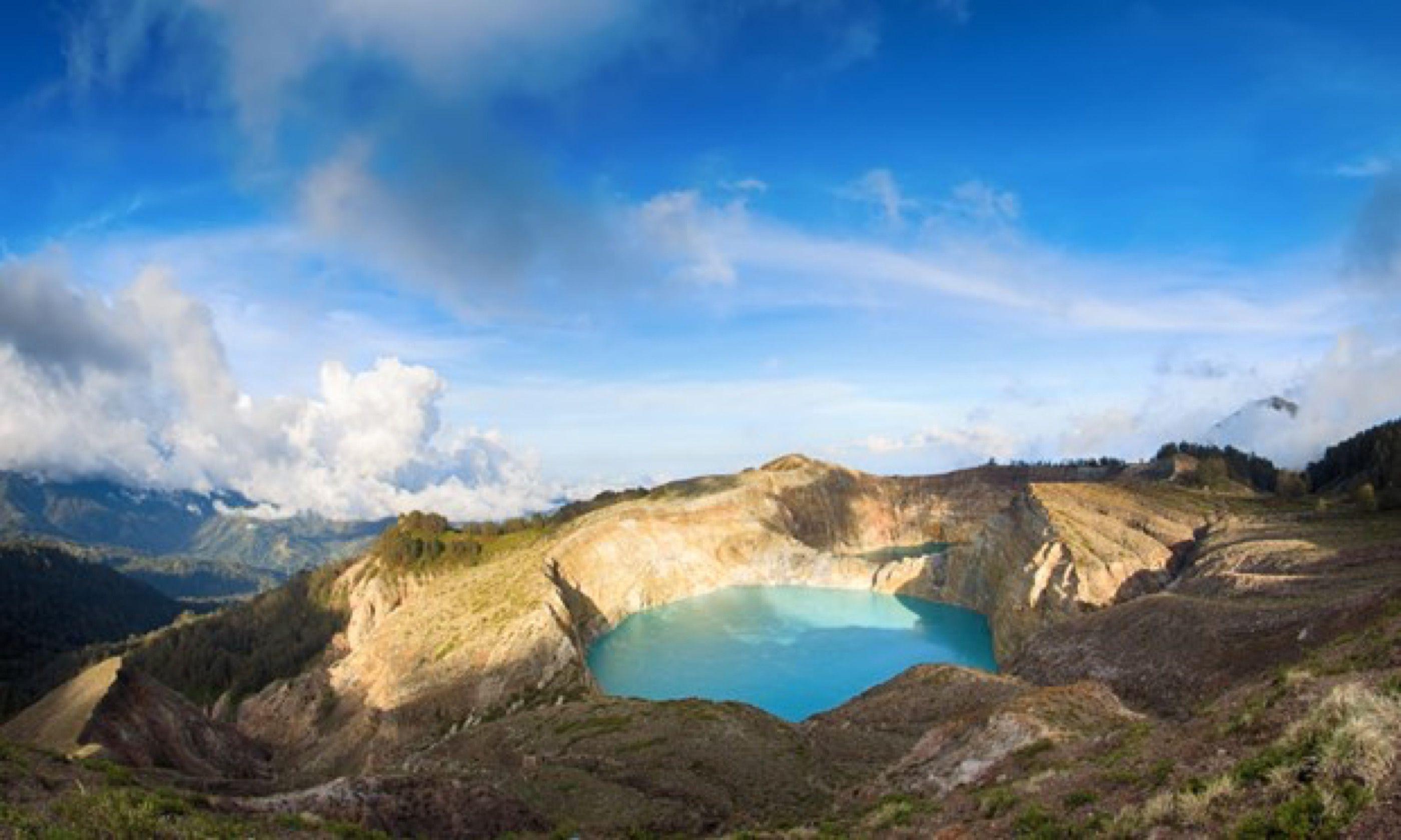 Kelimutu volcano (Shutterstock)