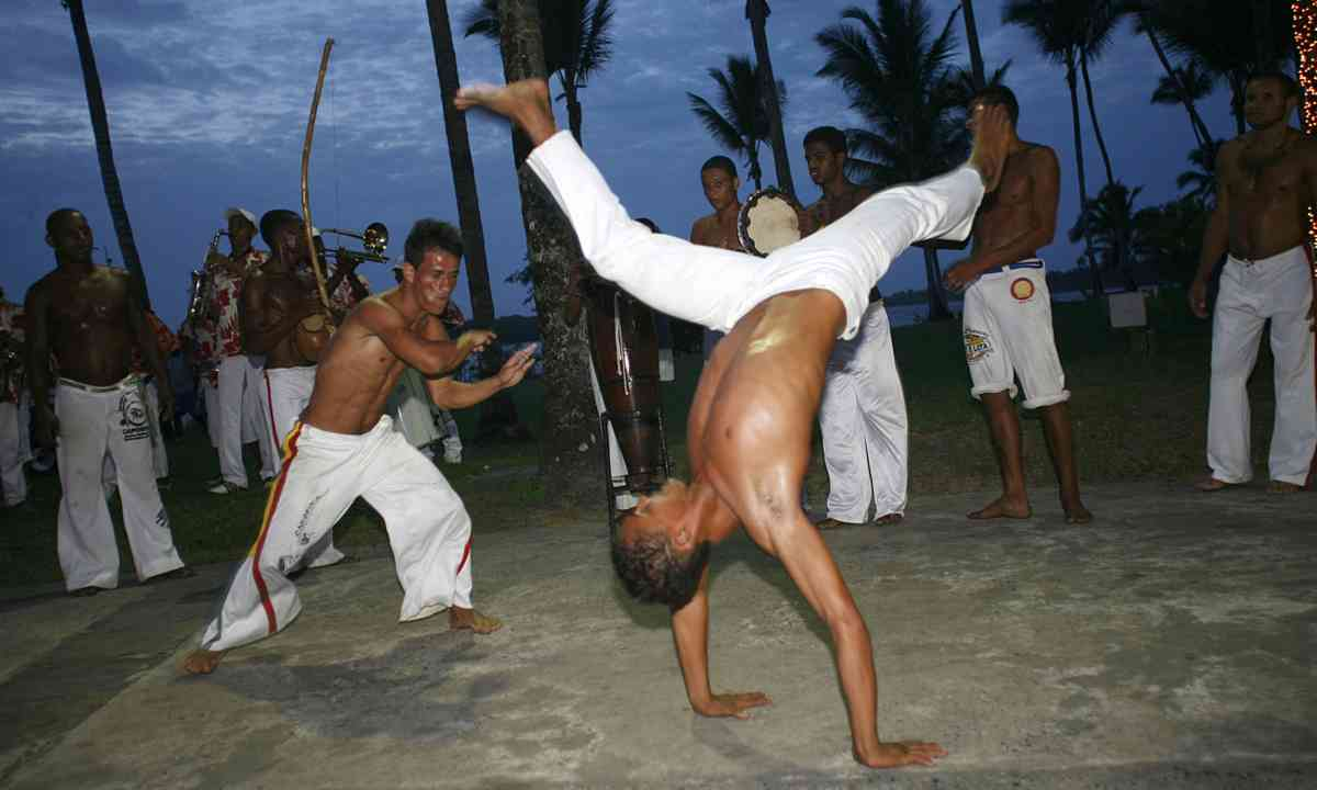 Capoeira under palm trees (Dreamstime)