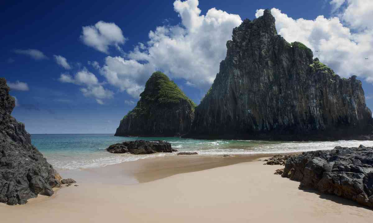 A seclude beach on Fernando de Noronha (Dreamstime)