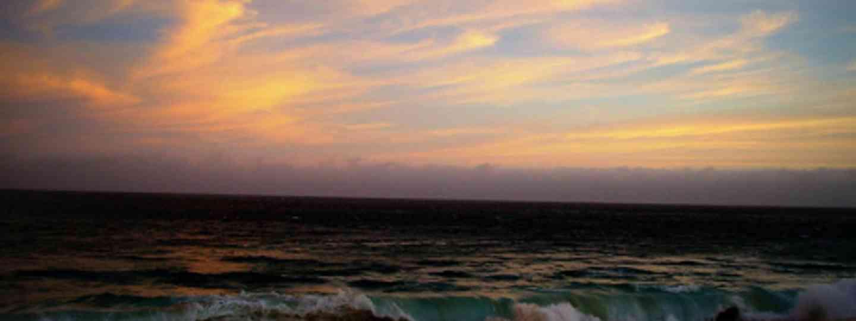 Pacific Ocean at sunset (ikpluskamp)