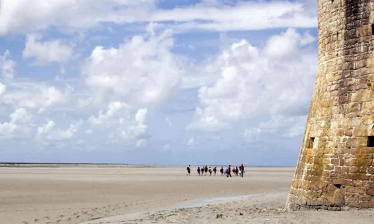 Crossing the bay (Shutterstock)