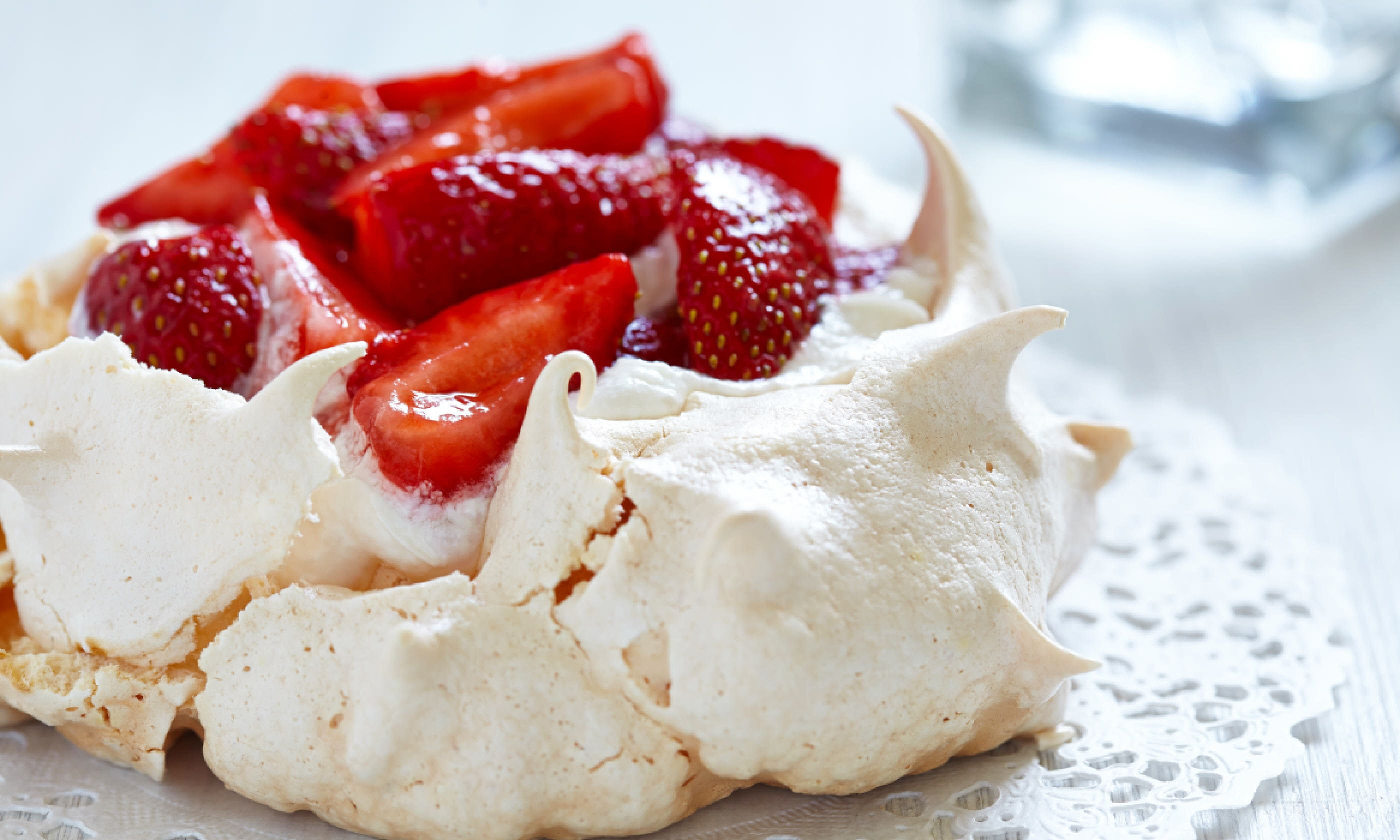 Strawberry pavlova (Shutterstock)