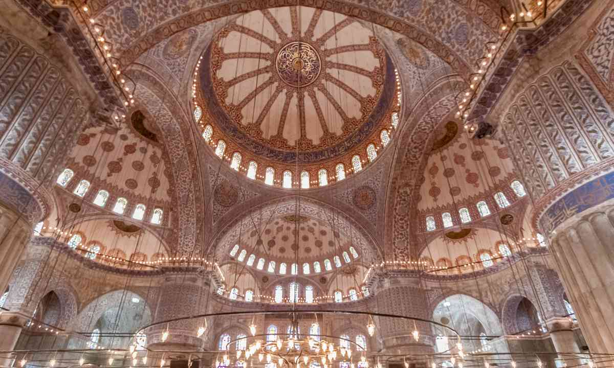 Interior of the Blue Mosque (Dreamstime)
