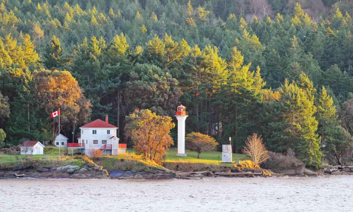 Light House in the Strait of Georgia (Shutterstock)