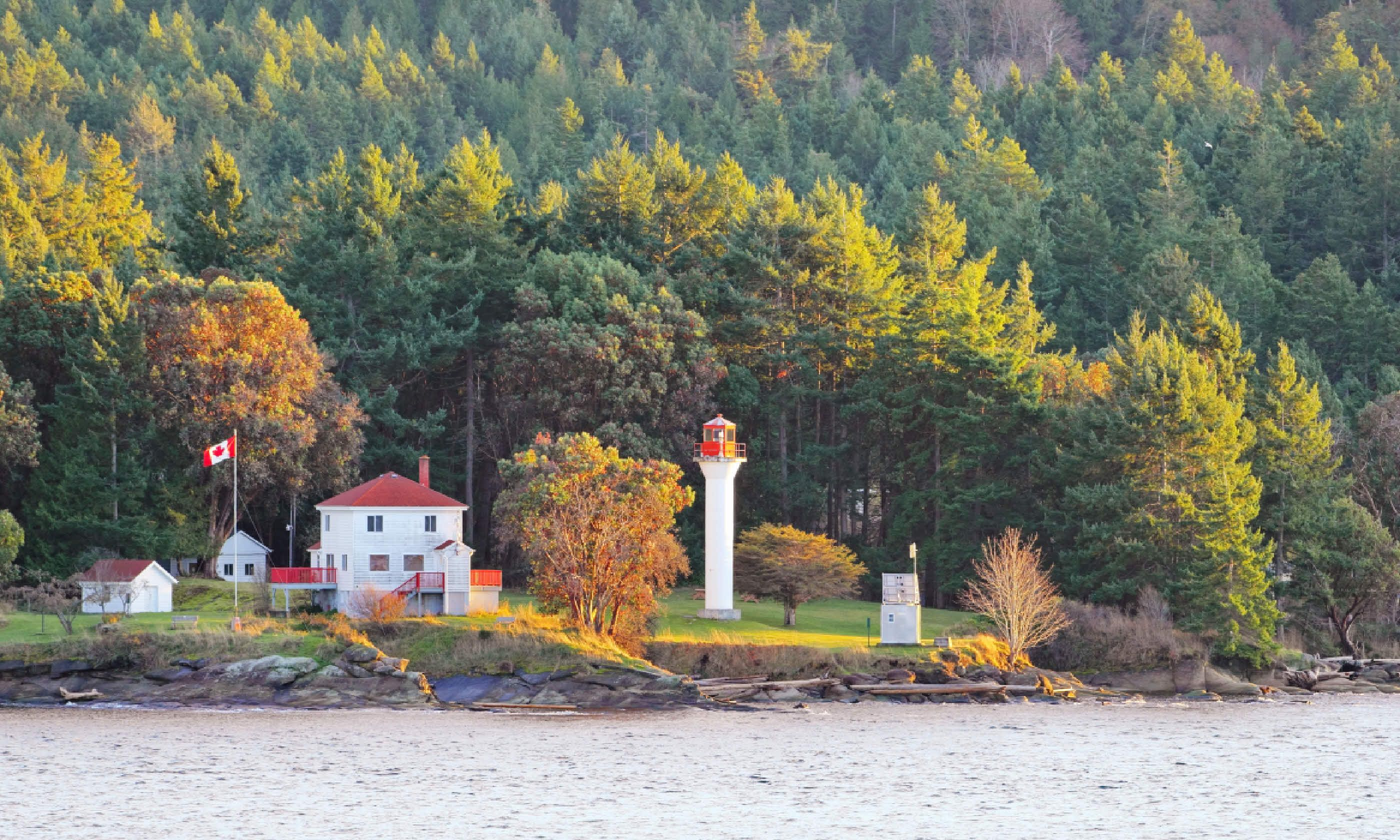 Light House in the Strait of Georgia (Shutterstock)