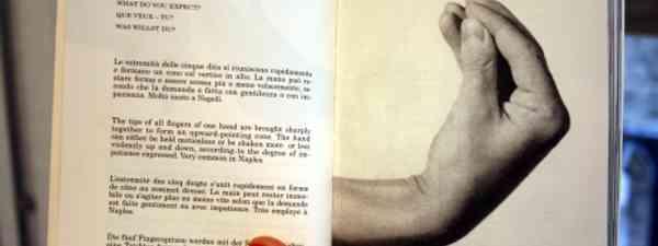Book of Italian hand gestures