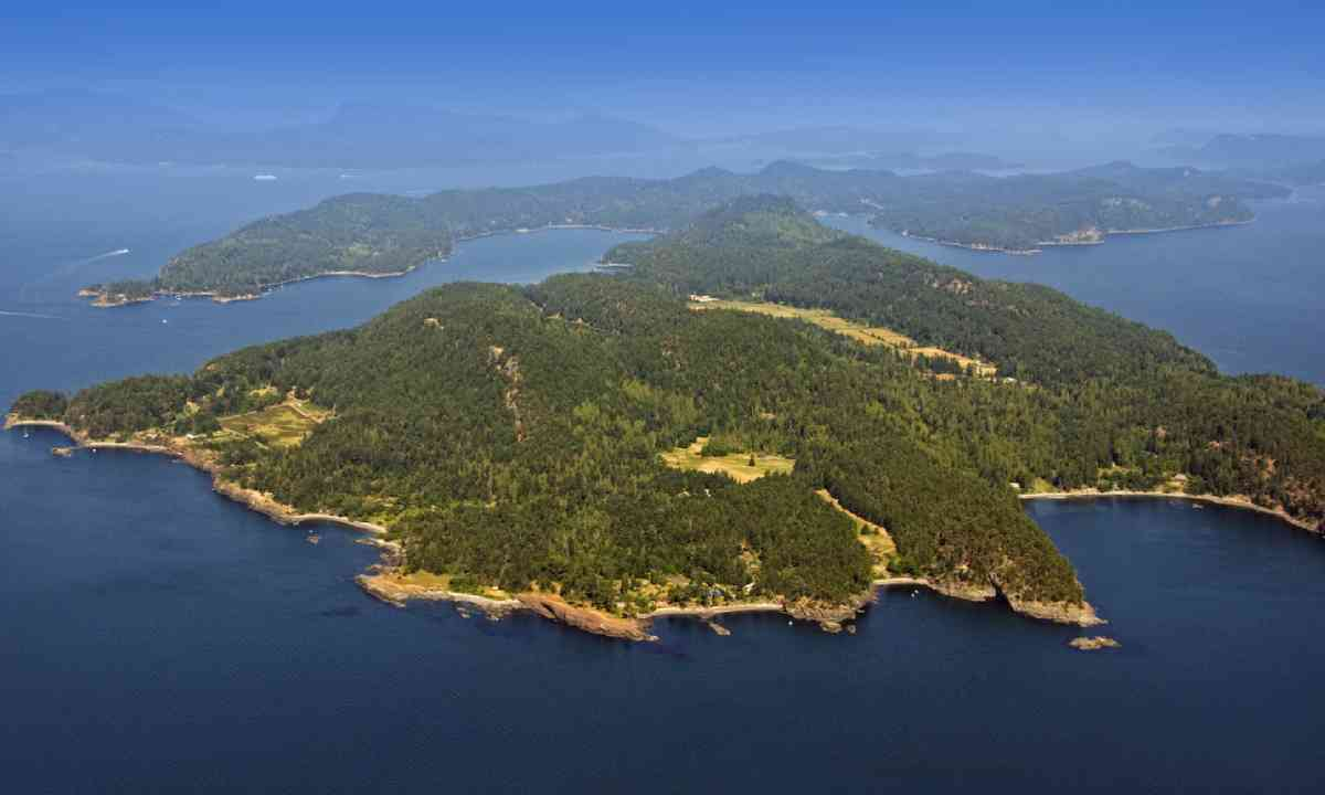 South and North Pender Islands (Shutterstock)