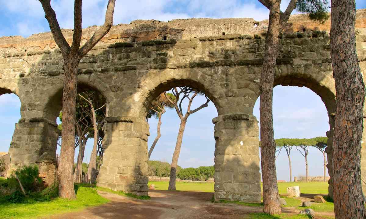 Claudio aqueduct (Dreamstime)