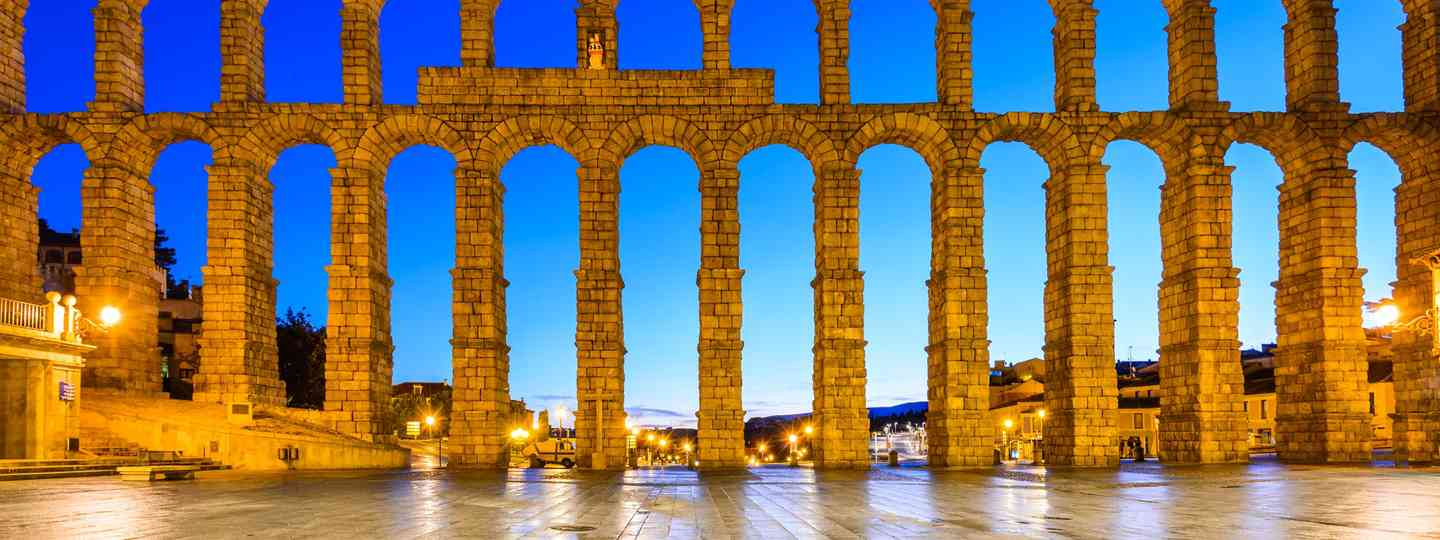 Segovia aqueduct at night (Dreamstime)