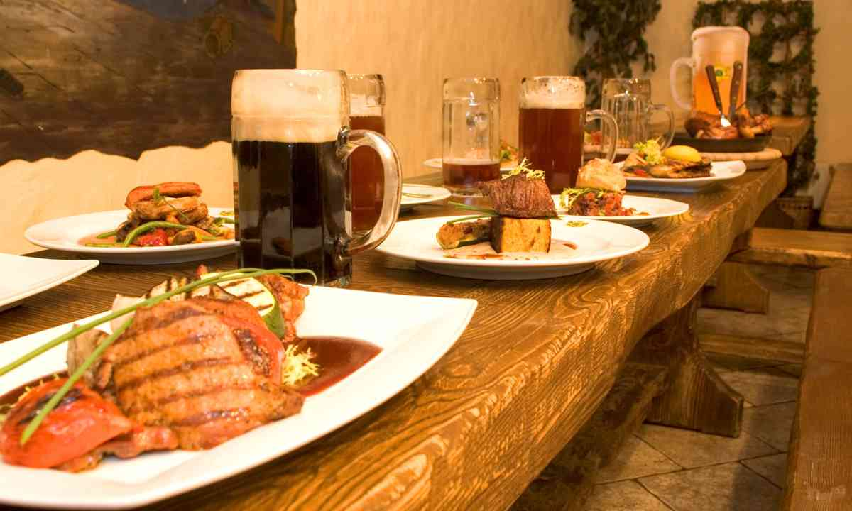 A hearty Estonian meal in Tallinn (Dreamstime)