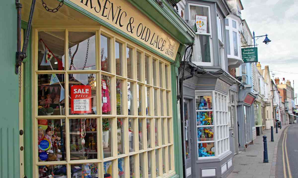 The Georgian shops of Harbour Street (Dreamstime)