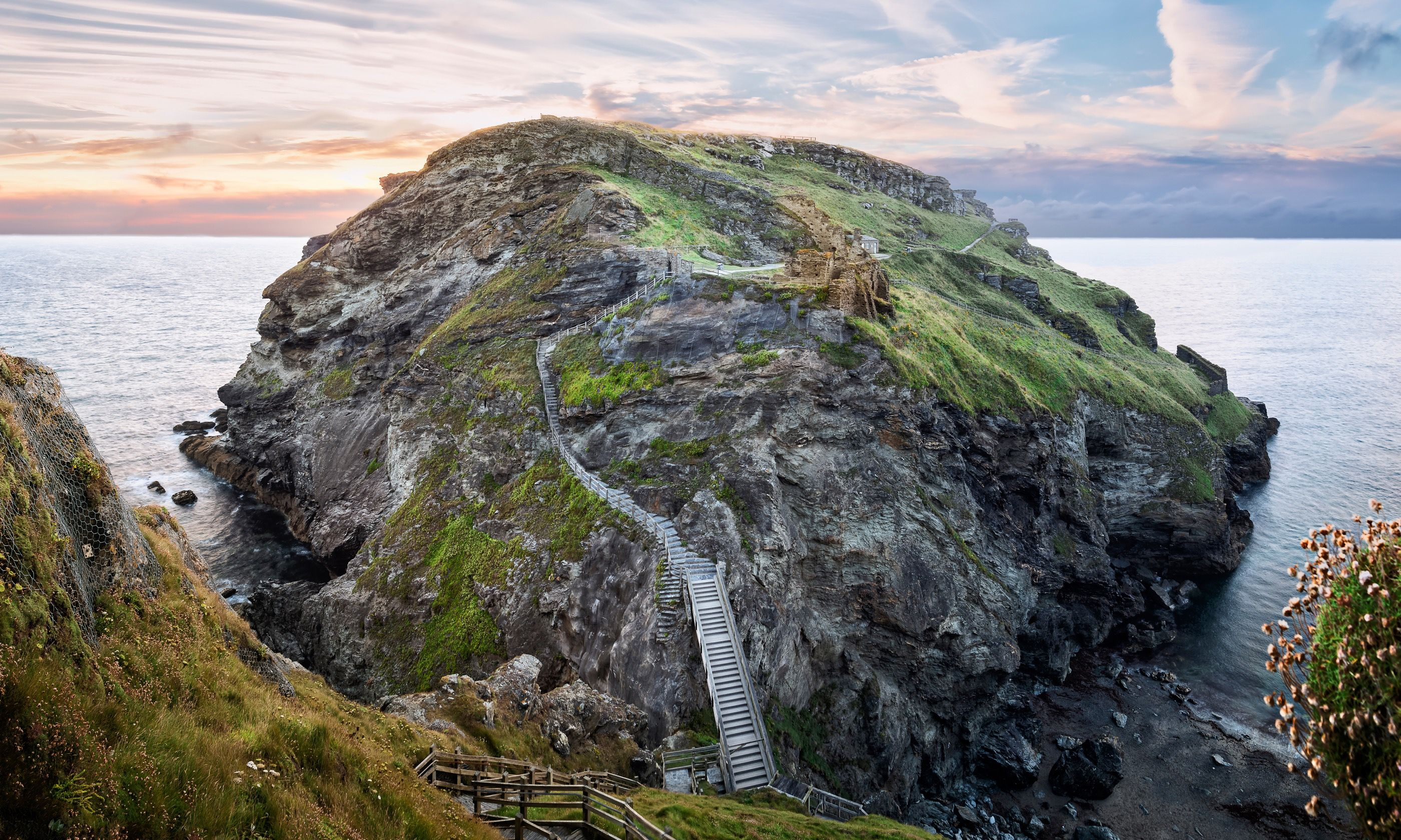 Ruins of Tintagel Castle (Dreamstime)