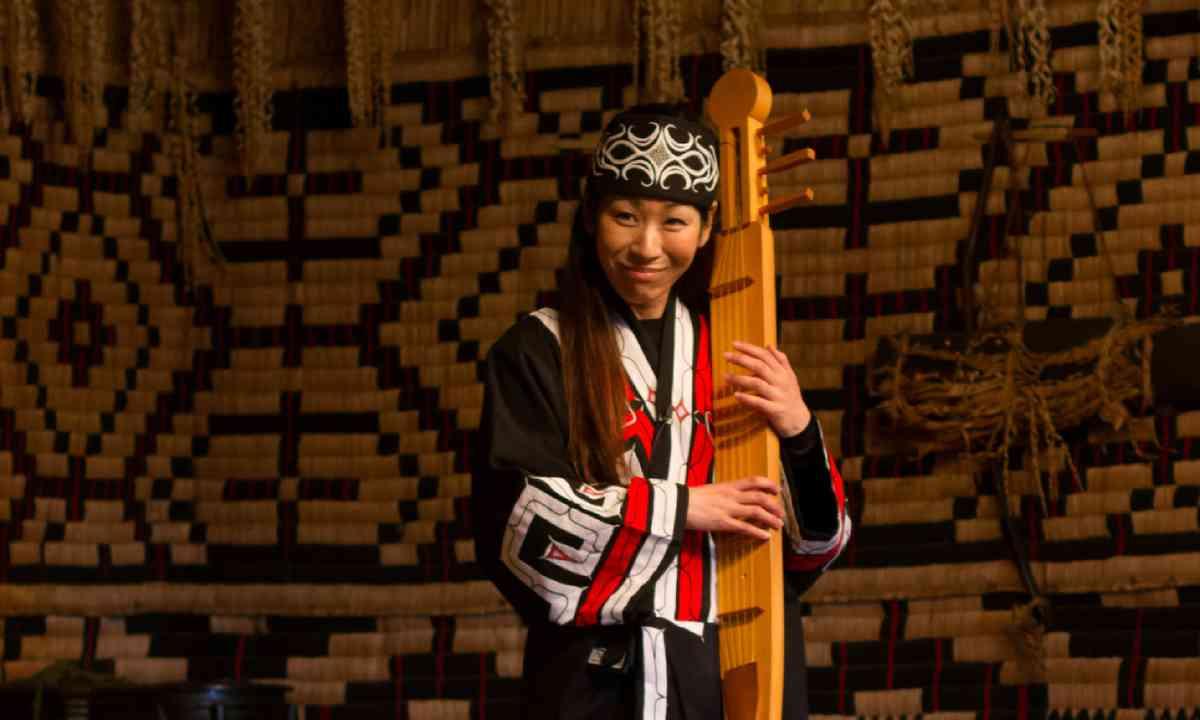 Performance in Ainu village (Shutterstock)
