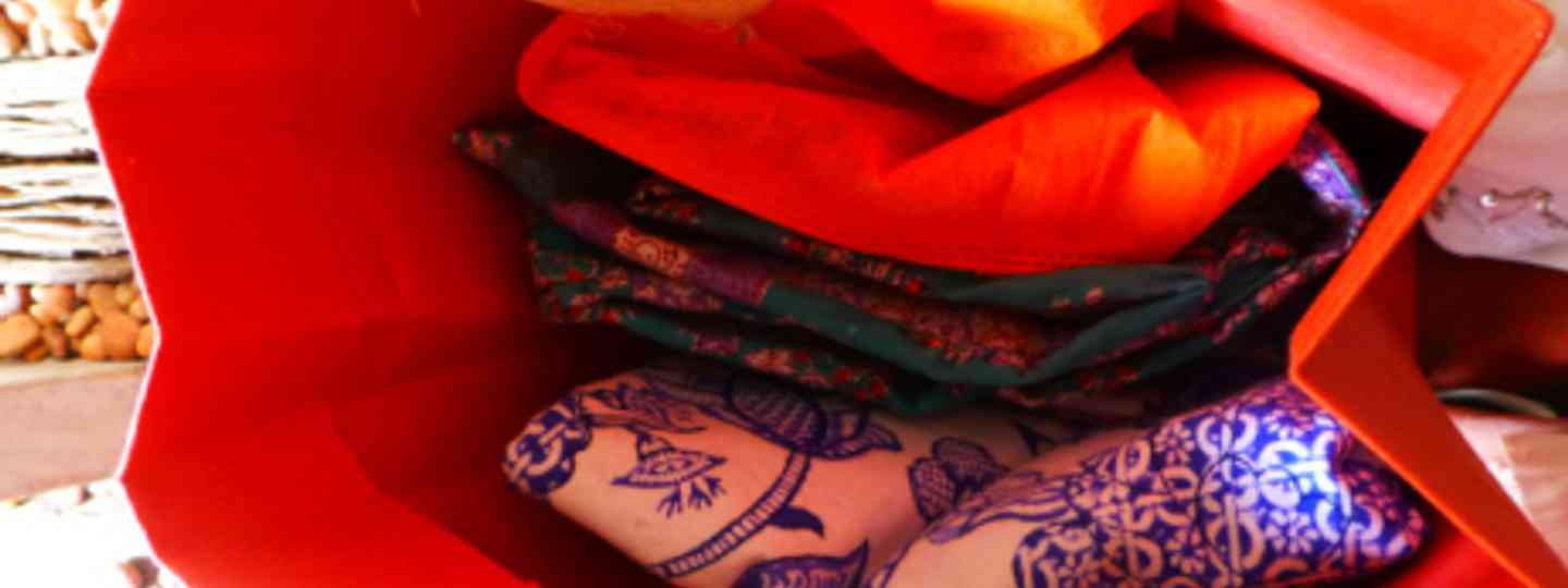 Colourful Indian shopping (Maureen - Lakshmi loves to shop)