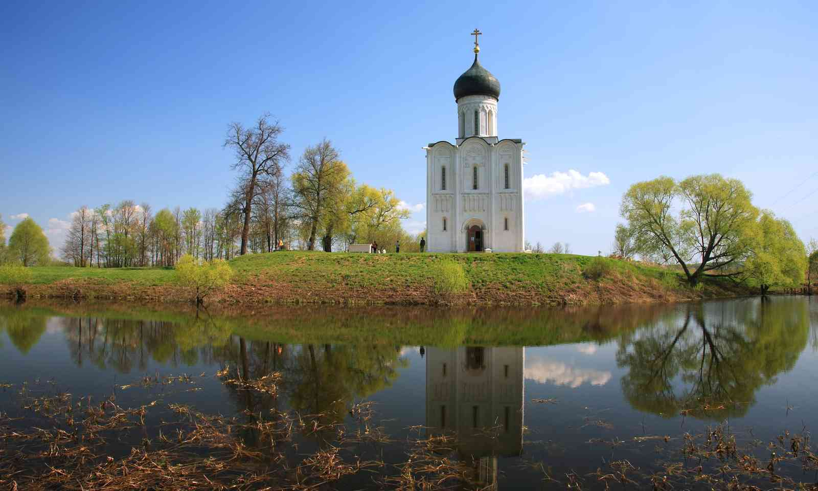 Church of Intercession on the Nerl (Dreamstime)