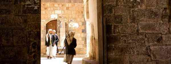 Entering the Al Saleh Mosque, Yemen (fveronesi1)