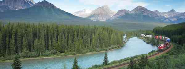 Train in Banff National Park, Canada (Dreamstime)