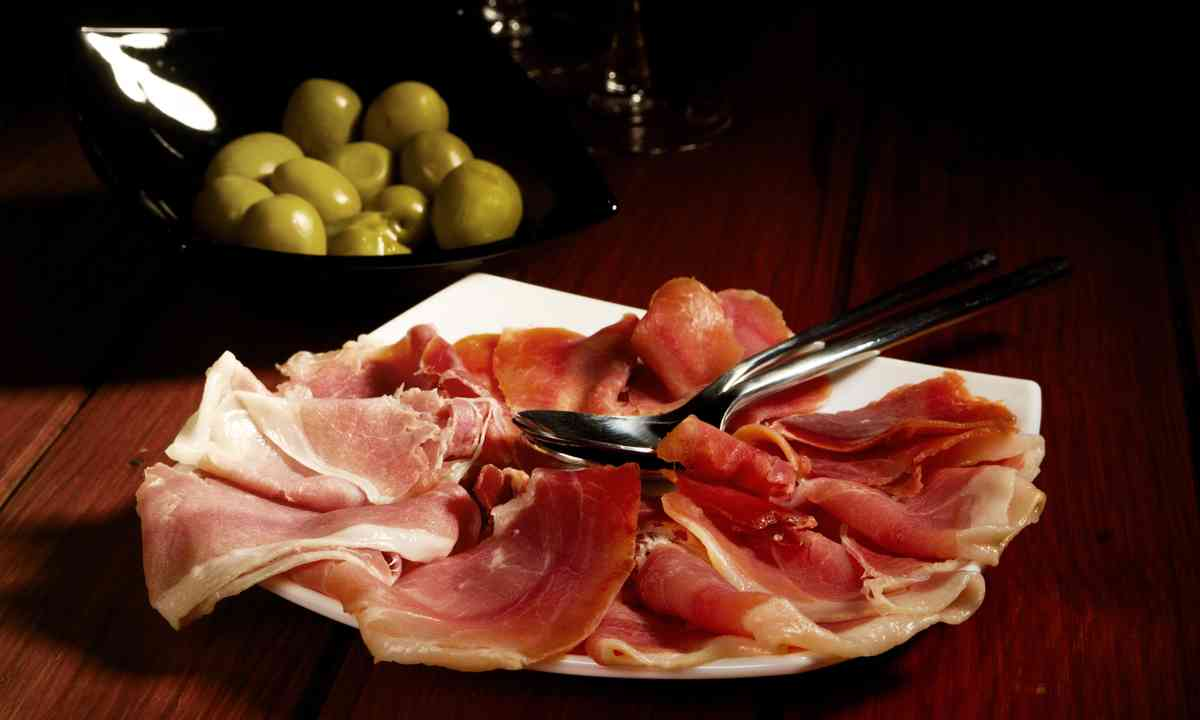 Ham and olives (Dreamstime)