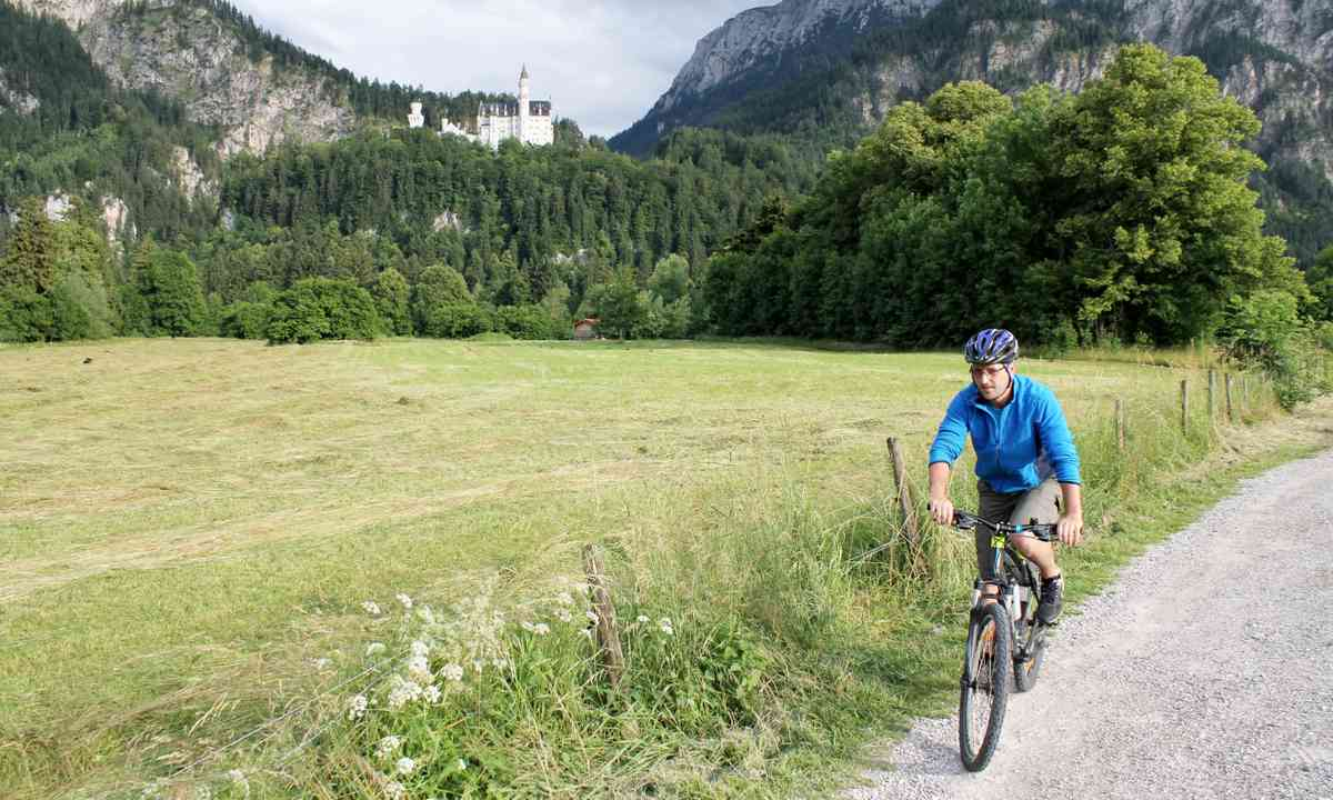 Cycling in Bavaria (Dreamstime)