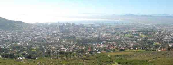 A view of Cape Town from the trails leading up to Table Moutain (George Groutas)