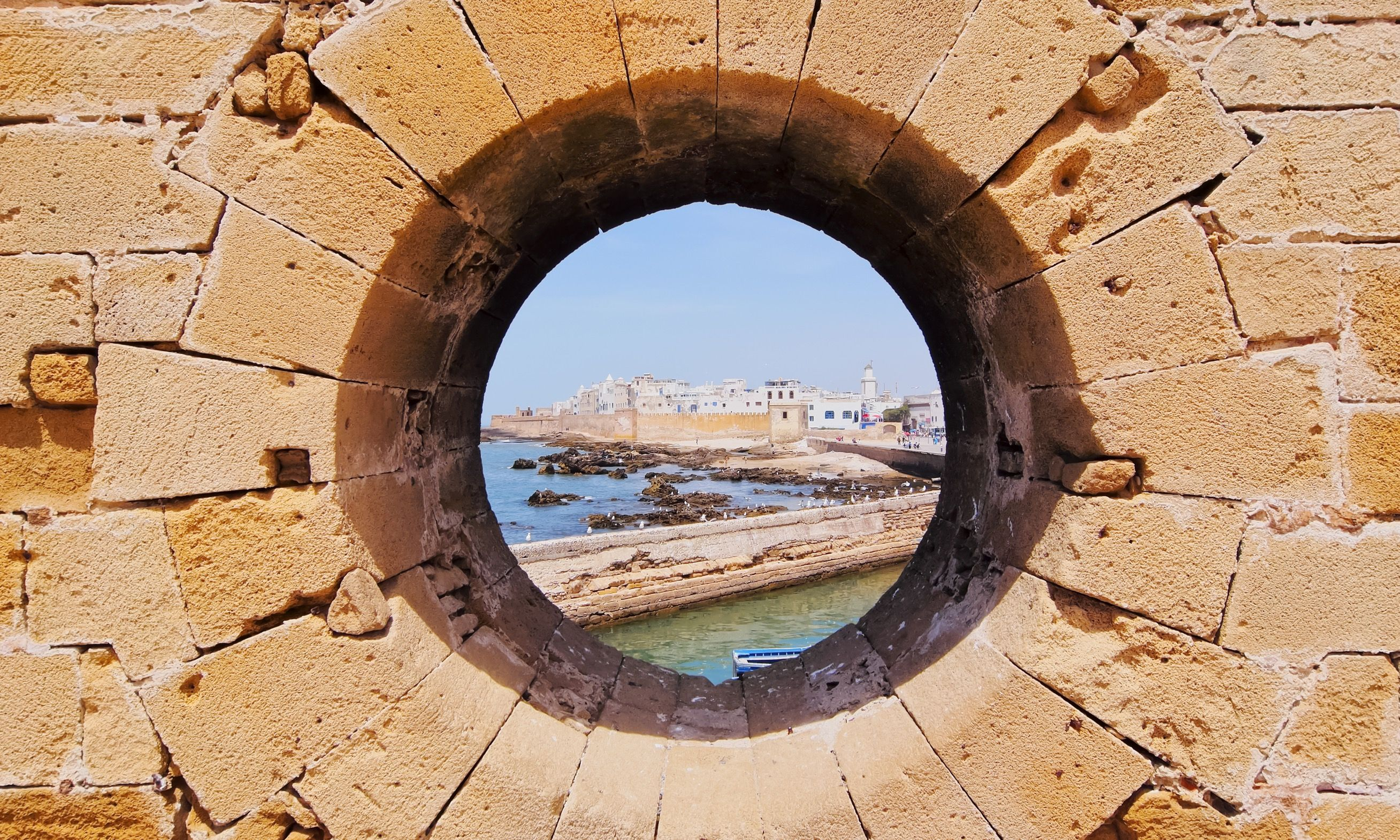 View through hole in the walls of Essaouira (Dreamstime)