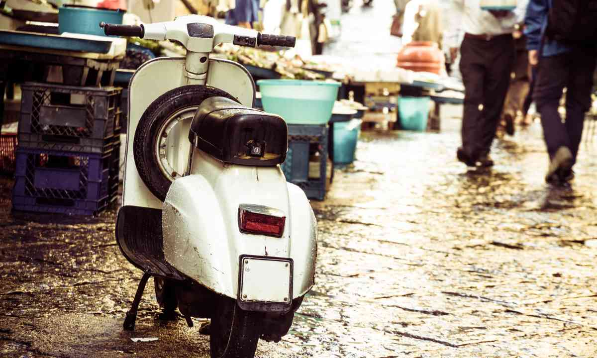 A Vespa in Rome (Dreamstime)