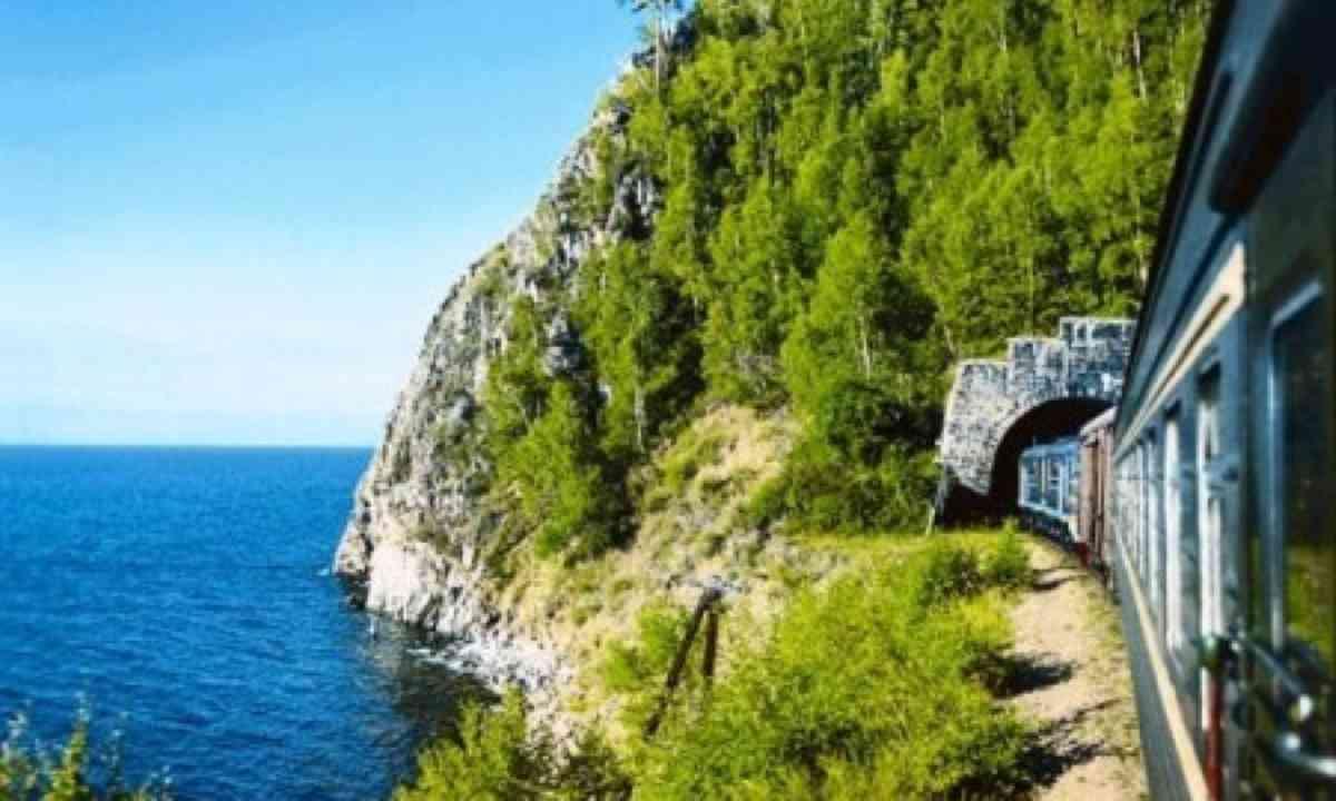 Imperial train beside Lake Baikal (Regent Holidays)