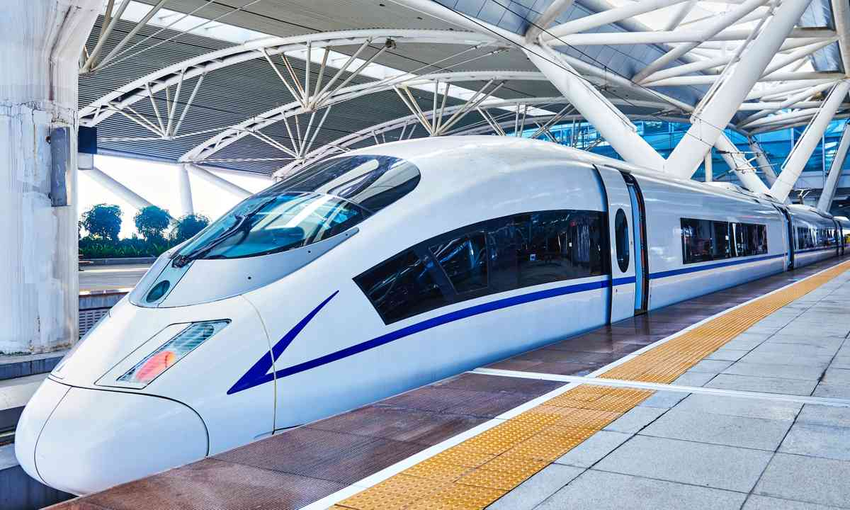 High speed train in China (Dreamstime)