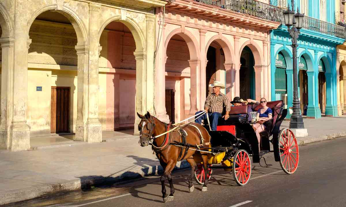 Horse and cart in Havana (Dreamstime)