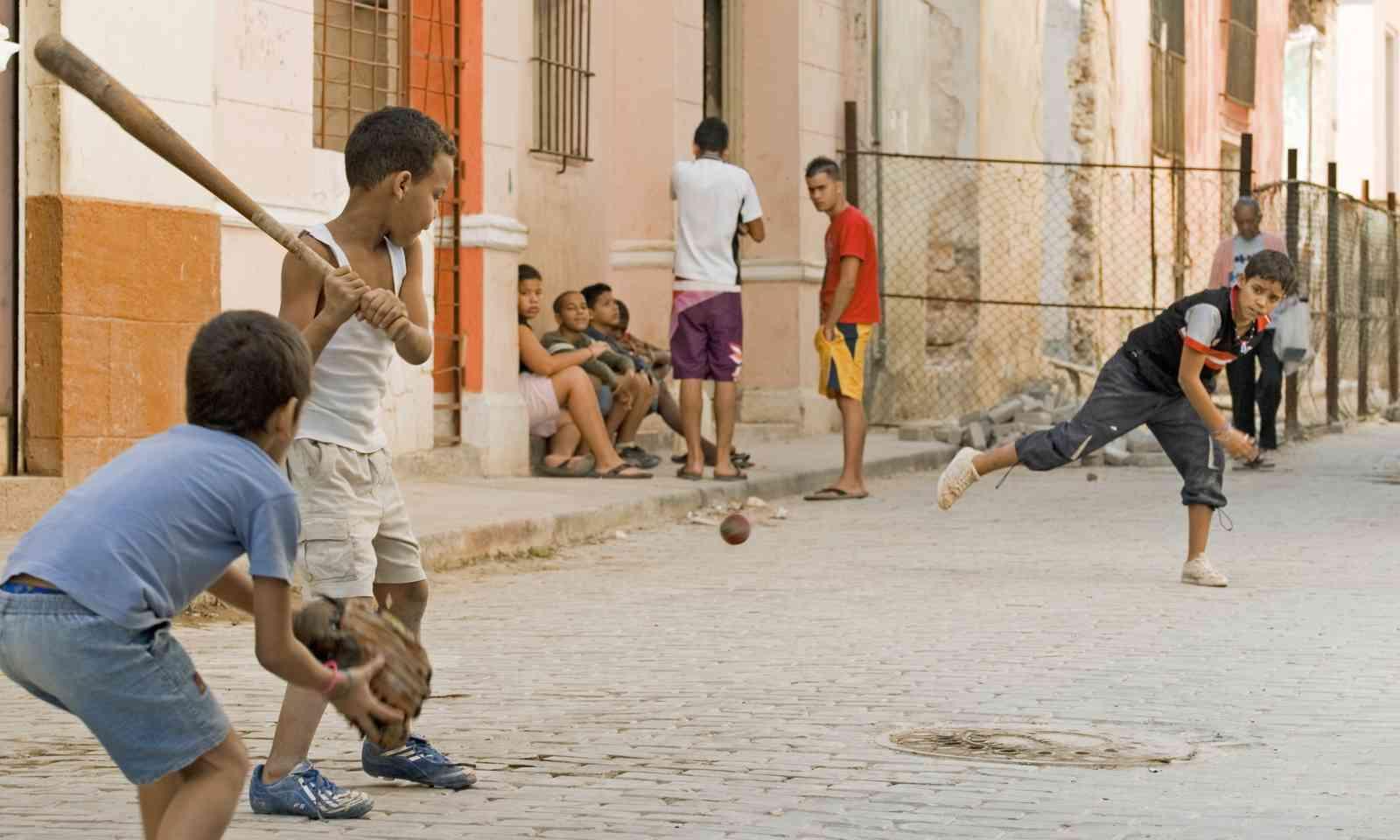 Kids playing baseball on Havana street (Dreamstime)