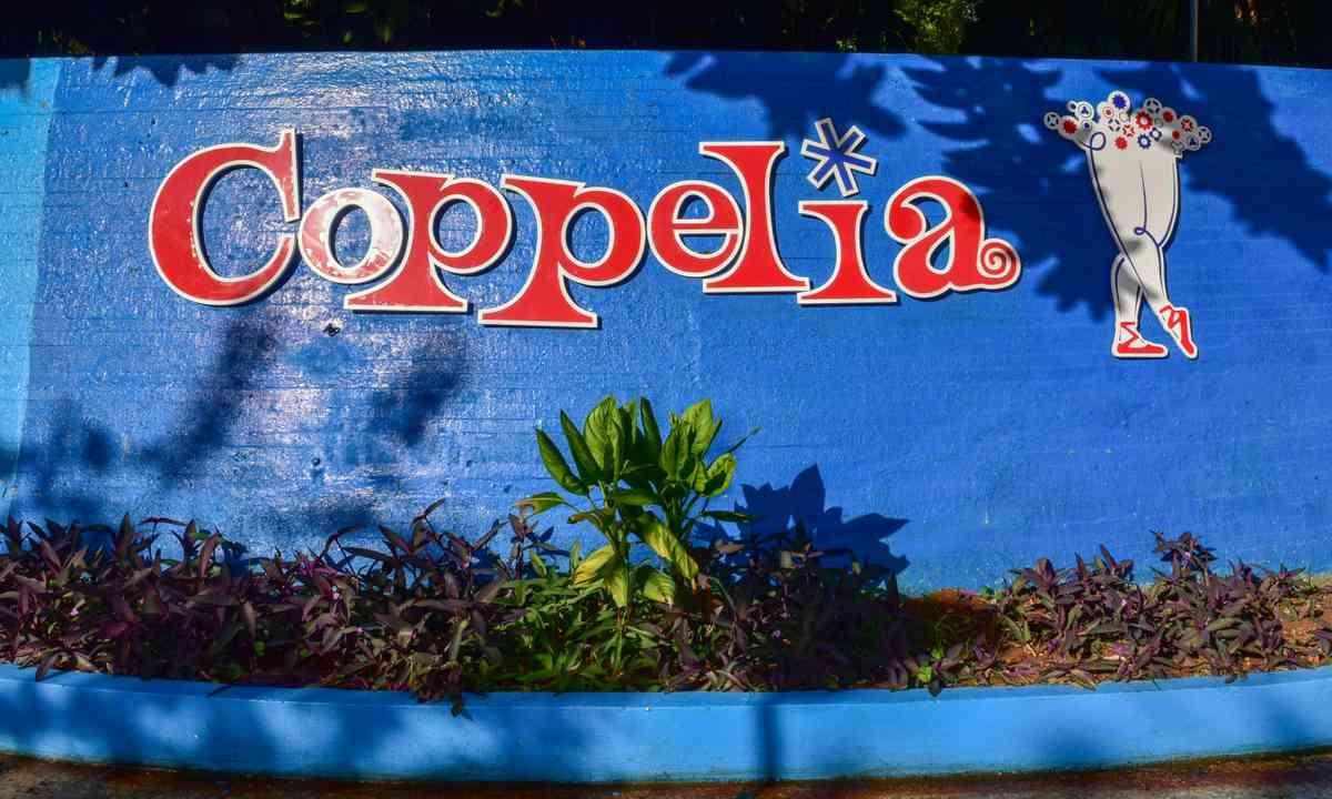 Coppelia Ice Cream parlour (Dreamstime)