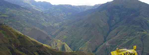 Kuelap is high in the Andes, like Machu Picchu (betoscopio)