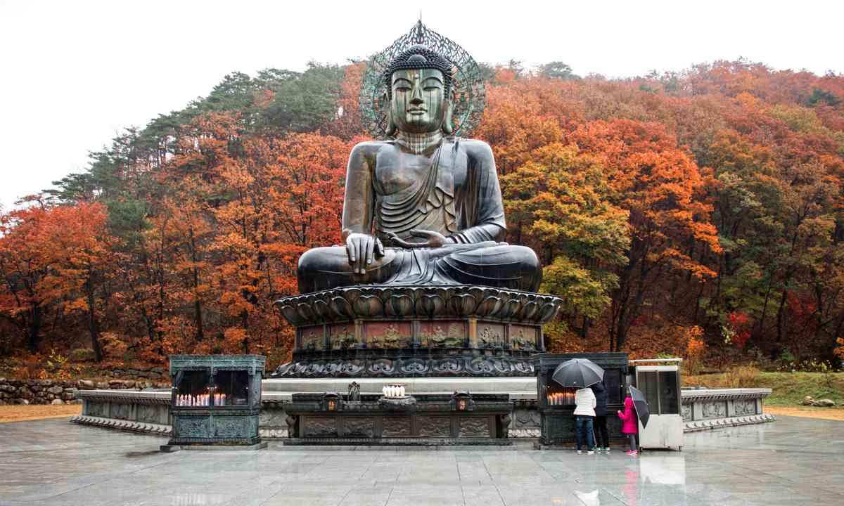 The Big Buddha of Sinheungsa (Dreamstime)