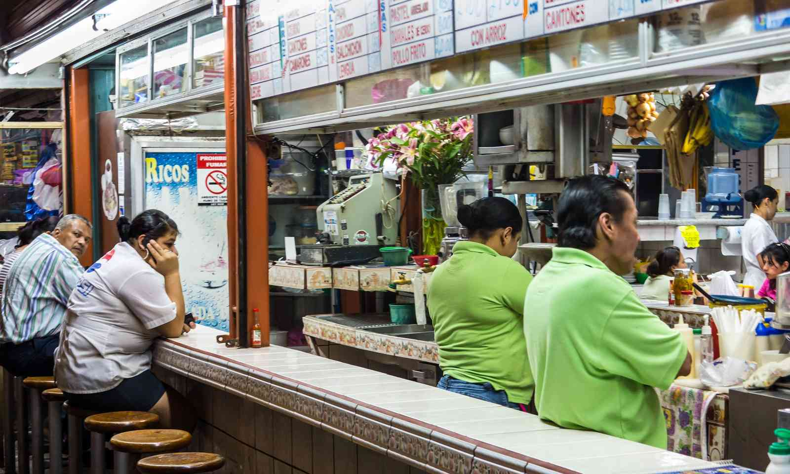 Bar in the Mercado Central (Dreamstime)